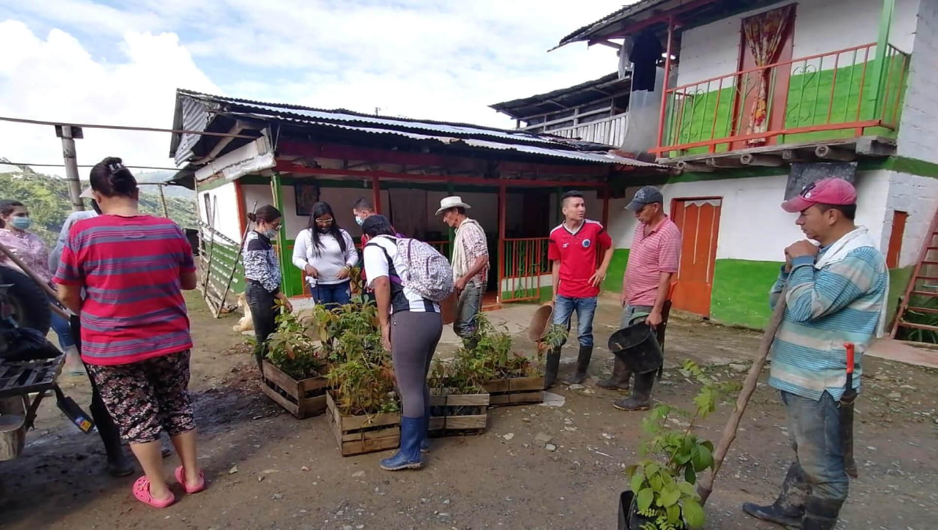 Juntos por el cuidado del medio ambiente Wakate y la comunidad sembraron 200 árboles nativos en la vereda El Cardal del municipio Neira, Caldas